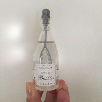 The small champagne soap-bubbles