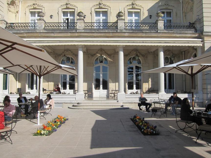 courtyard at Les Crayeres