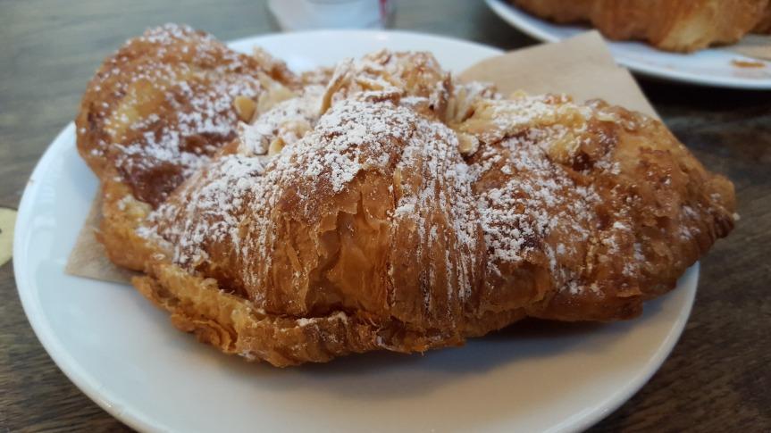 Amond croissant